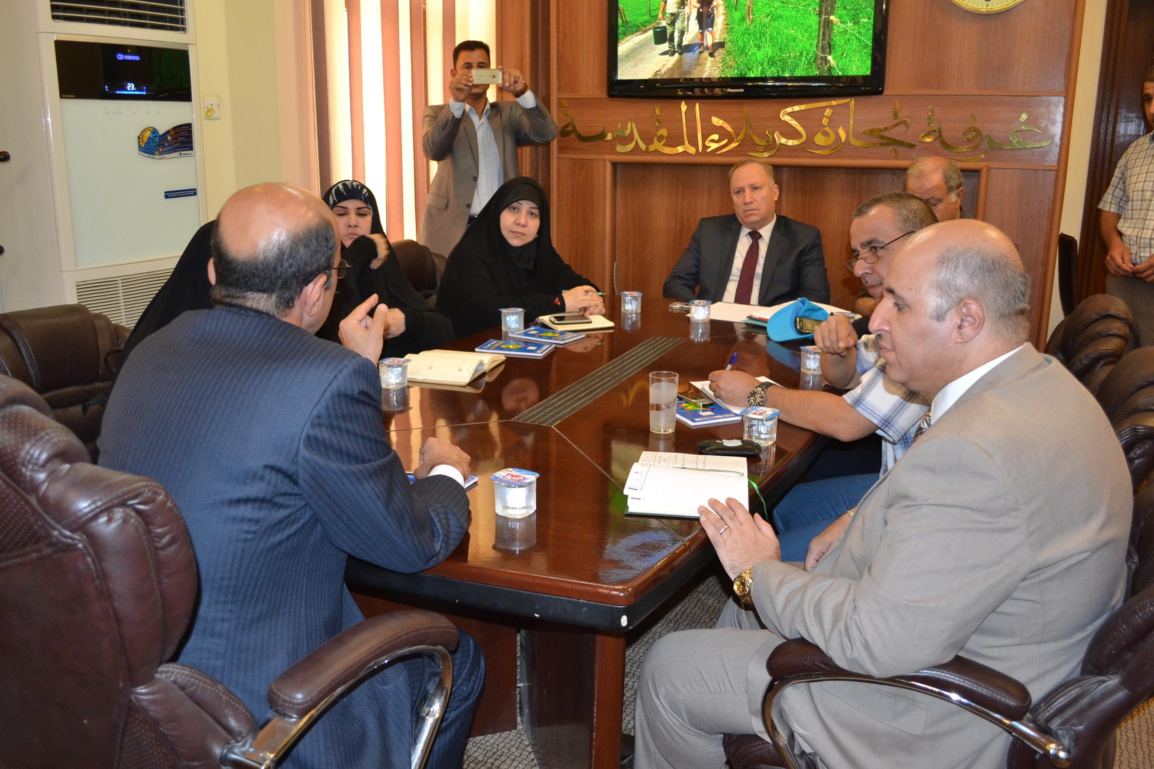دعما لجهود الحكومة المحلية والمنظمات الدولية غرفة تجارة كربلاء تشكل خلية ازمة لإغاثة النازحين